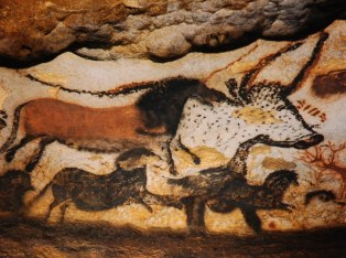 2-great-hall-of-the-bulls-lascaux-france